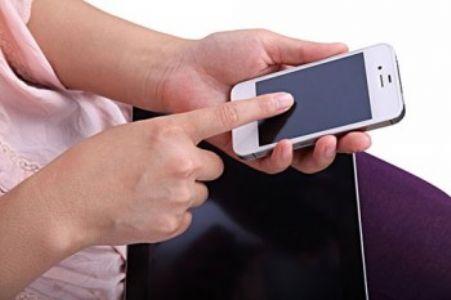 产后坐月子怎样玩手机?
