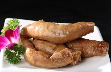 坐月子可以吃卤猪肠吗?