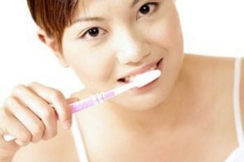 坐月子刷牙的注意事项